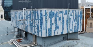 South-west profile of Guy Ngan's Bledisloe State Building penthouse frieze, 1956. Image: Aerialsmiths, courtesy of Auckland Council, 2019, edited by Bronwyn Holloway-Smith